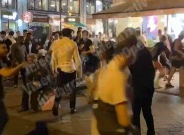 Свавілля в Києві: відео масової бійки в центрі столиці потрапило на відео