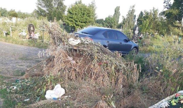 """""""Сумно і гірко"""": харків'яни скаржаться на гори сміття на цвинтарях, фото"""