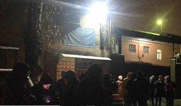 В бунт перерос суд над беркутовцами, людей не остановить: кадры восстания в Киеве