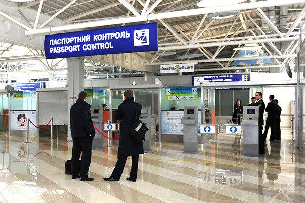 У столичному аеропорту затримали військових-шахраїв із РФ
