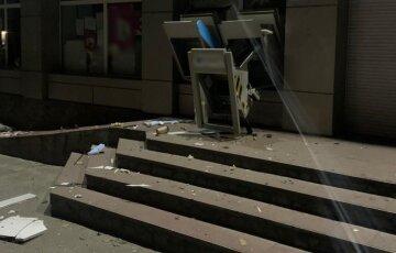 """Під Києвом підірвали і пограбували банкомати, фото: """"вкрали касети з грошима і..."""""""