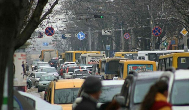 Транспортный коллапс сковал Одессу: люди не могут выехать, видео