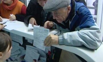 З карт українців почали списувати гроші за борги по комуналці: як перевірити чи є ви в списку