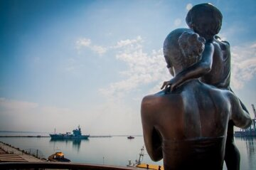 """Один за одним"": ударна сила НАТО зайшла в Одесу, яскраві фото"