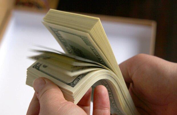 dollars-dollar-lot-bundle-hands-1510