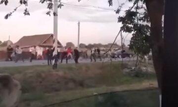 Массовая драка случилась на свадьбе, местные говорят о стрельбе: видео потасовки