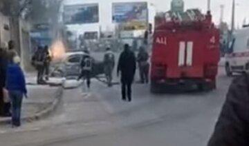 В Одесі таксі з пасажиркою влетіло в паркан і загорілося, відео: все закінчилося трагічно