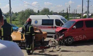 Багатодітна сім'я розбилася в ДТП під Одесою: кадри страшної аварії