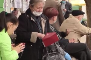 остановка, люди в масках, украинцы на улице