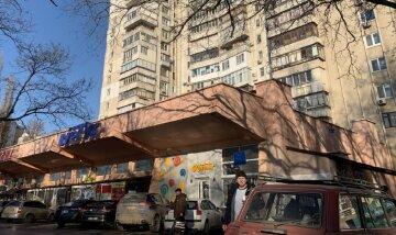НП в Одесі: жителів висотки на цілий місяць залишили без води через магазин