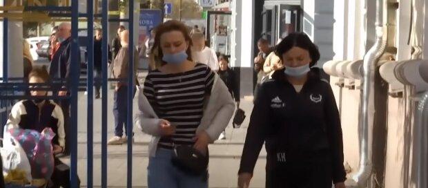 карантин маски українці люди