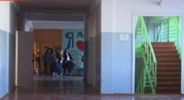 """""""Сама винна"""": в елітній школі Дніпра учениці пробили голову, гримить скандал"""