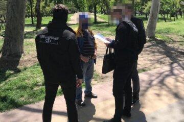 """В Одессе директор школы обогащался за счет учеников: """"на 350 тысяч ежемесячно"""""""