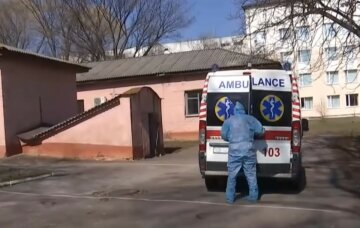 """""""Не может объяснить свой поступок"""": украинка оставила умирать новорожденного на улице"""