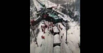 Поезд сошел с рельс, фото: скриншот You Tube