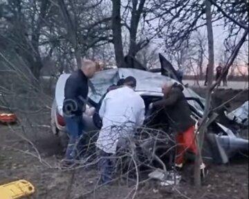 """Трагическое ДТП на Одесчине, видео последствий: """"слетел с дороги и напоролся на дерево"""""""