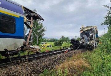 Пасажирські потяги зіткнулися лоб в лоб, є жертви: перші кадри трагедії в Чехії