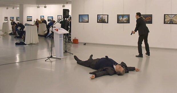 посол РФ Андрей Карлов убит, убийца посла