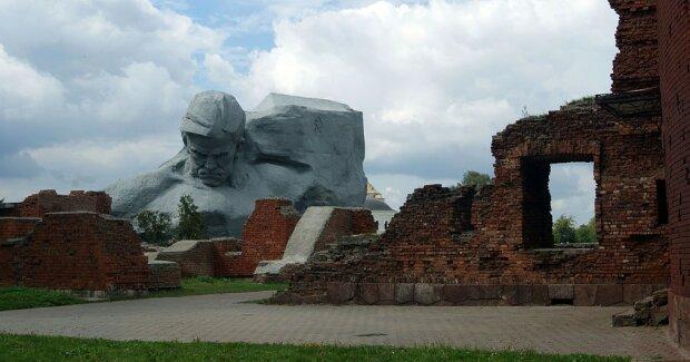 В Брестской крепости запретили селфи