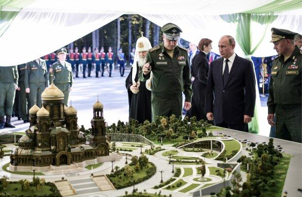 """""""Вирішили купити місце у раю"""": Путіна і Шойгу увічнили в храмі, фото"""