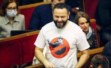 Нардеп Дубинский четвертый день ходит по Раде в футболке с фото Сытника - требует выполнить решение КС