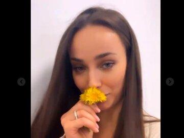 """У Ксении Мишиной вдали от Эллерта появился красавчик Тео: """"Еще вчера боялся, а сегодня уже дарит цветы"""""""
