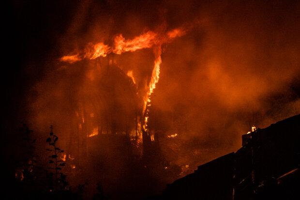 Масштабна пожежа почалася в Дніпрі: стовпи диму видно звідусіль, з'явилося відео