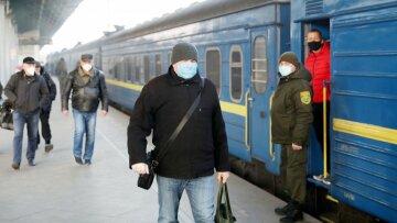 """""""Укрзализныця"""" срочно закрывает продажу билетов, карантин снова ужесточили: """"С 19 октября..."""""""