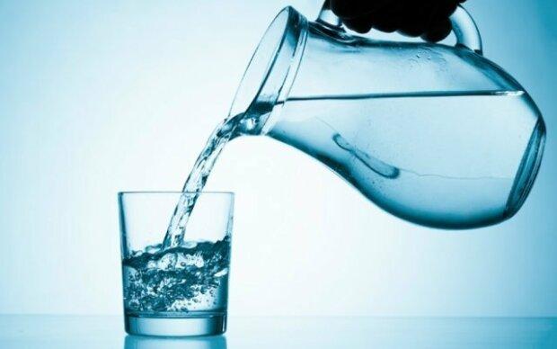 Вчені відкрили небезпечну властивість води: ваше здоров'я залежить від звичайної пляшки