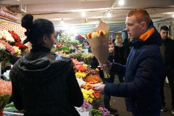Украинцев напугали новым налогом на все подарки и денежные переводы: скандальные подробности
