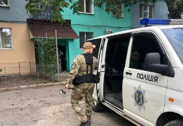 НП в житловому будинку під Одесою, людей терміново вивели на вулицю: кадри того, що відбувається