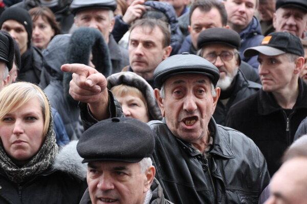 Невежливых россиян оставят без зарплаты