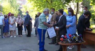 """Пострадавших от взрыва на Позняках не пускают в новые квартиры от Зеленского: """"не дают даже посмотреть"""""""