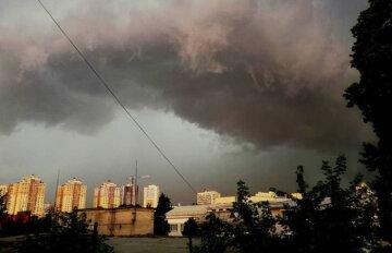 """Неистовая стихия надвигается на Киев, синоптики сделали срочное предупреждение: """"грозы, шквалы и..."""""""