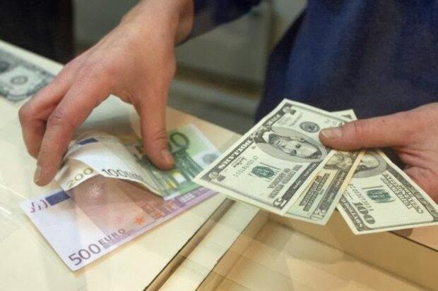«Скоро повітря продавати почнуть»: Рада затвердила нові побори для українців у доларах