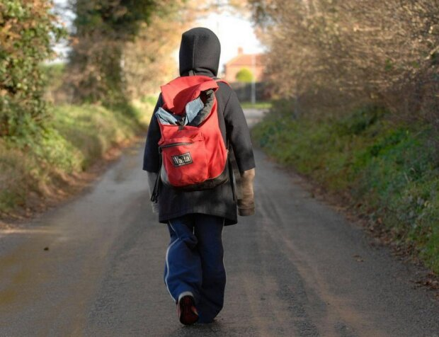 мальчик, ребенок, ушел из дома