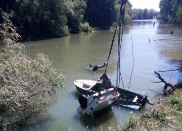 Никто не выжил: автомобиль с людьми сорвался с обрыва под Одессой, кадры и подробности ЧП