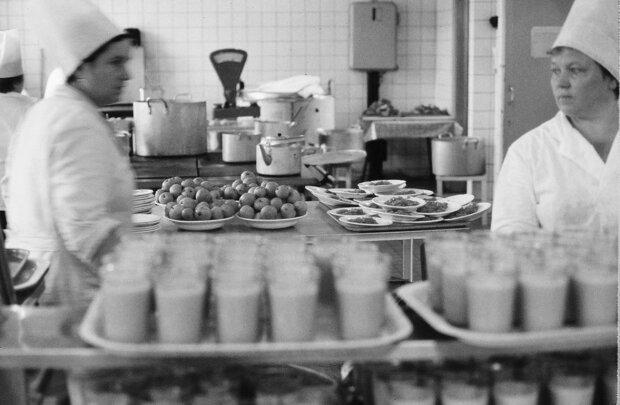 """Журналіст розвінчав міф про шкільне харчування в СРСР: """"годували бридко і всім було..."""""""
