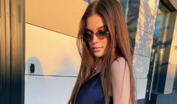 "Міс Україна Леоніла Гузь сховалася за декольте подружки: ""О! Так це ж..."""