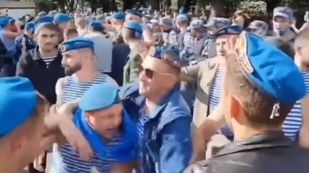 Настоящую бойню устроили в центре Москвы, досталось и силовикам: видео безумия