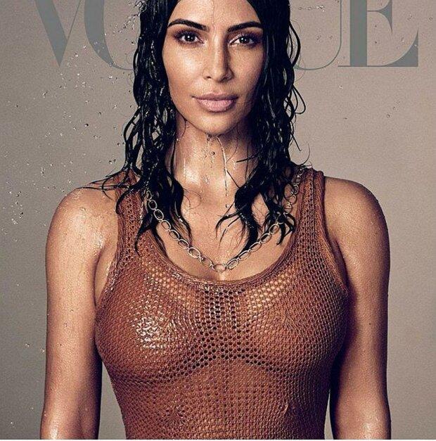 Ким Кардашьян затянула тугой корсет под мокрое платье и пожалела: «Я не могу сидеть»