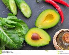 свежий-органический-авока-о-перец-chili-шпинат-seasalt-о-ивковое-мас-о-51460689