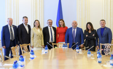 Депутати від ОПЗЖ обговорили з сенаторами Франції питання миру на Сході та Мінських домовленостей