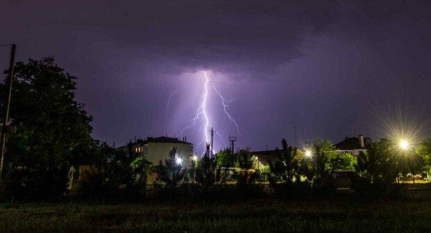 2019-07-03 11_56_57-Одессит поделился в социальной сети впечатляющими фото ночной грозы. Фото _ Ново