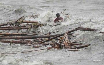 """Тайфун """"Мангхут"""" став найжахливішим за п'ять років: постраждали вже сотні, і це не кінець"""