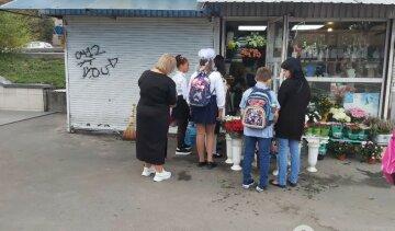 """""""Люди дізнаються ціну і йдуть"""": на 1 вересня накрутили вартість квітів, фото"""