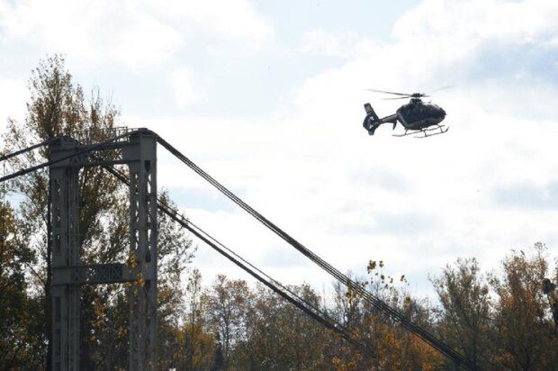 Мост с автомобилями рухнул в реку: спасатели вылавливают тела, видео смертельного ЧП