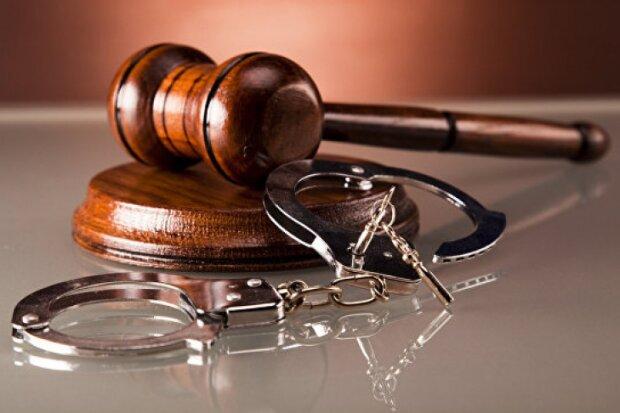 суд арест наручники