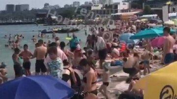 """На пляжах Одессы тяжело пройти к морю: кадры """"комфортного"""" отдыха показали в сети"""