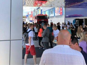 """Популярне місце в Харкові """"замінували"""", відвідувачів евакуювали: перші деталі"""